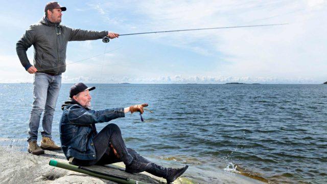 Kari Hietalahti ja Tommi Korpela ovat huolissaan Itämeren kalalajeista, erityisesti luonnonvaraisesta meritaimenesta, joka on luokiteltu äärimmäisen uhanalaiseksi.