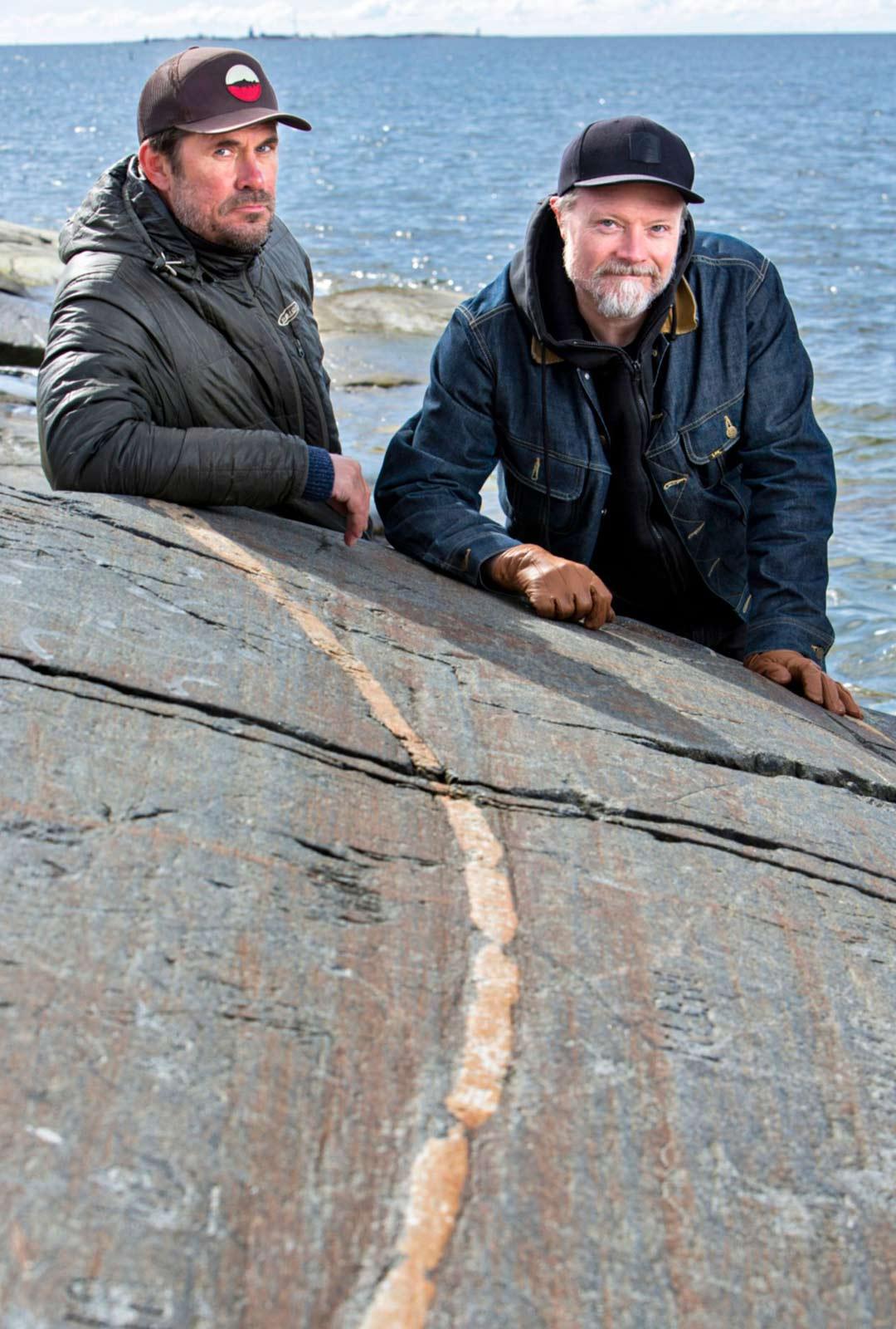 Tommi Korpela ja Kari Hietalahti lähtevät mieluiten kalaan lonkerosäällä eli silloin, kun aurinko on pilvessä ja ilma on suttuinen. Saalista tärkeämpää on nauttia vesillä olosta ja perhon heittely meditatiivisuudesta.