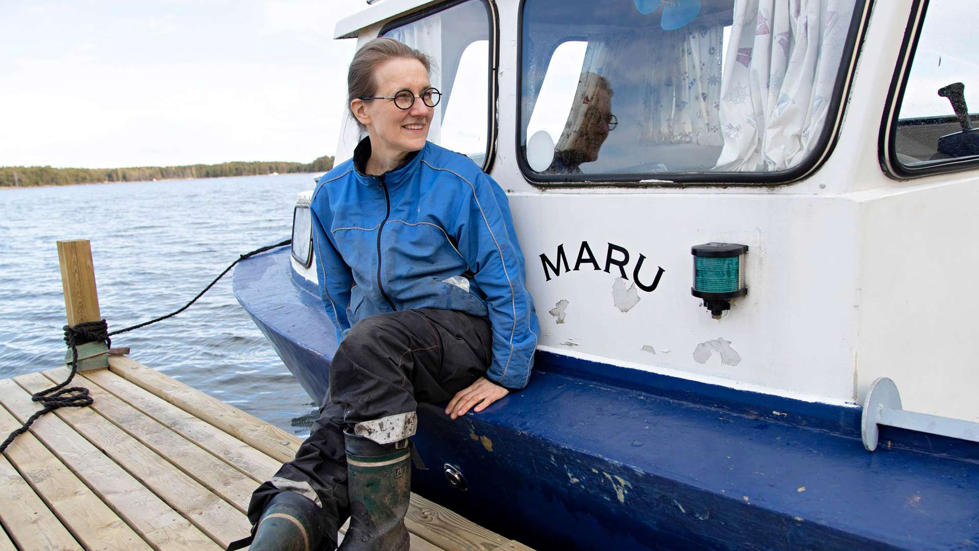 Kotkan Kuutsalon saaressa asuvalle Laura Hyvöselle oma Maru-vene on kulkuväline rauhaan ja vapauteen.