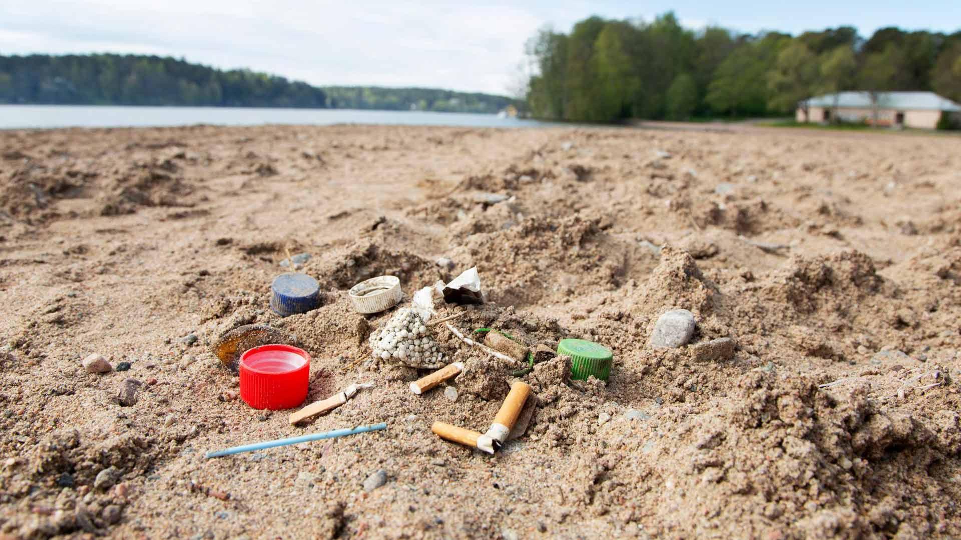 Panttijärjestelmä toimii: pullonkorkki on urbaaneilla rannoilla yleinen roska, mutta pulloja löytyy harvoin, koska niistä saa rahaa.