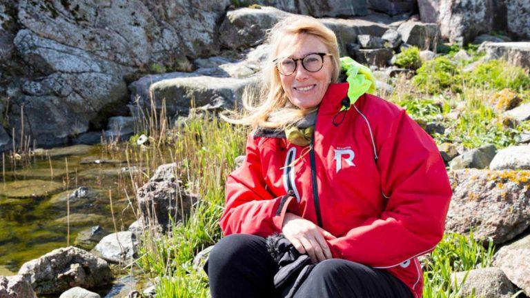 Moomin Characters Oy LTD:n pääomistaja ja taiteellinen johtaja Sophia Jansson mökkeilee itsekin Pellingin saaristossa. Harussa hän käy lähinnä esittelemässä paikkoja tuttavilleen, jotka eivät ole siellä olleet.
