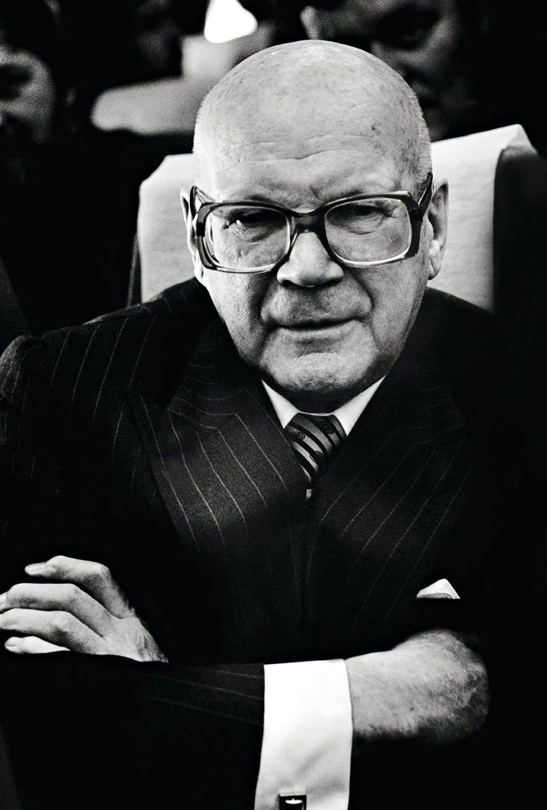 Tätä ei nykyään pidettäisi soveliaana: Urho Kekkonen kokosi solvauskirjeensä kirjoiksi ja myi niitä.