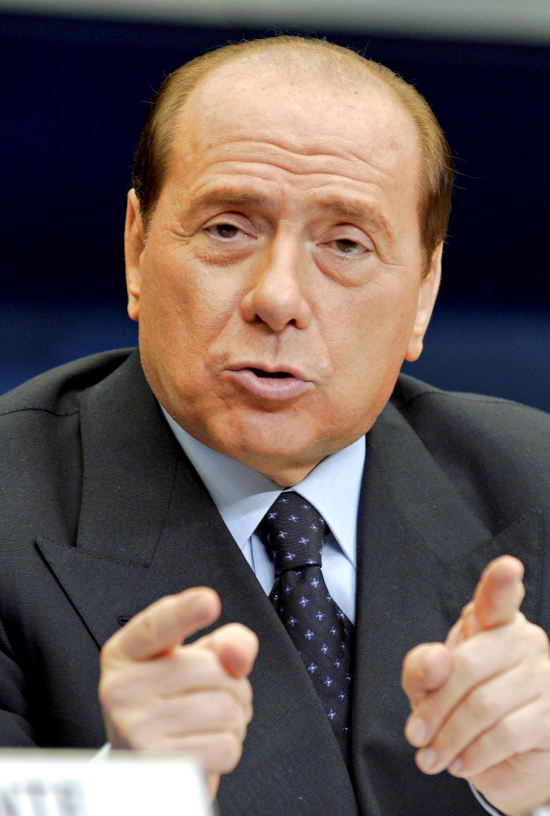 Italian entinen pääministeri Silvio Berlusconi solvasi kohteliaisuussäännöistä piittaamatta jopa suomalaista ruokaa.