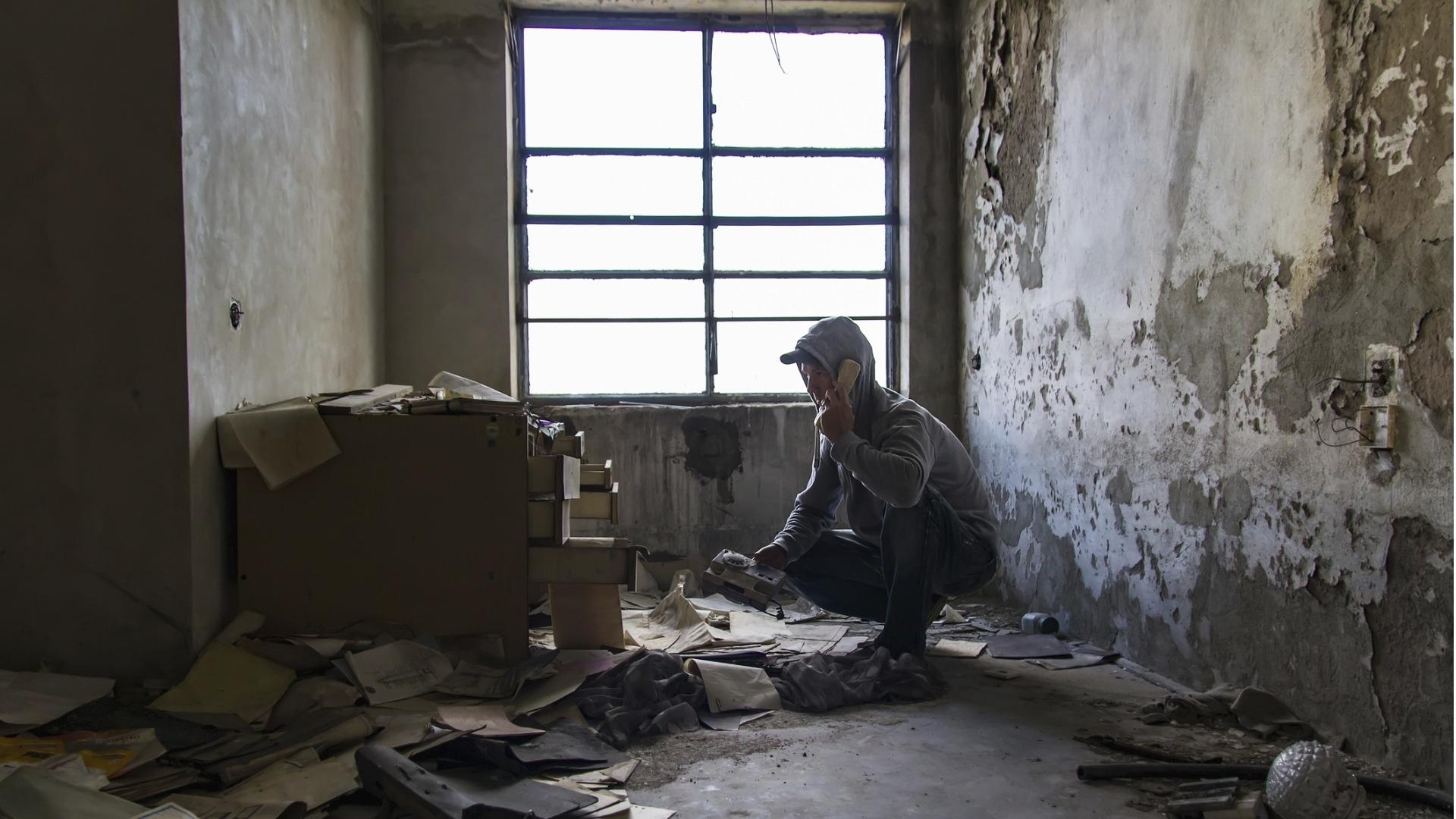 Hyvityksen ääirikoistolaiset pitävät majaa hylätyssä teollisuusrakennuksessa Porissa.