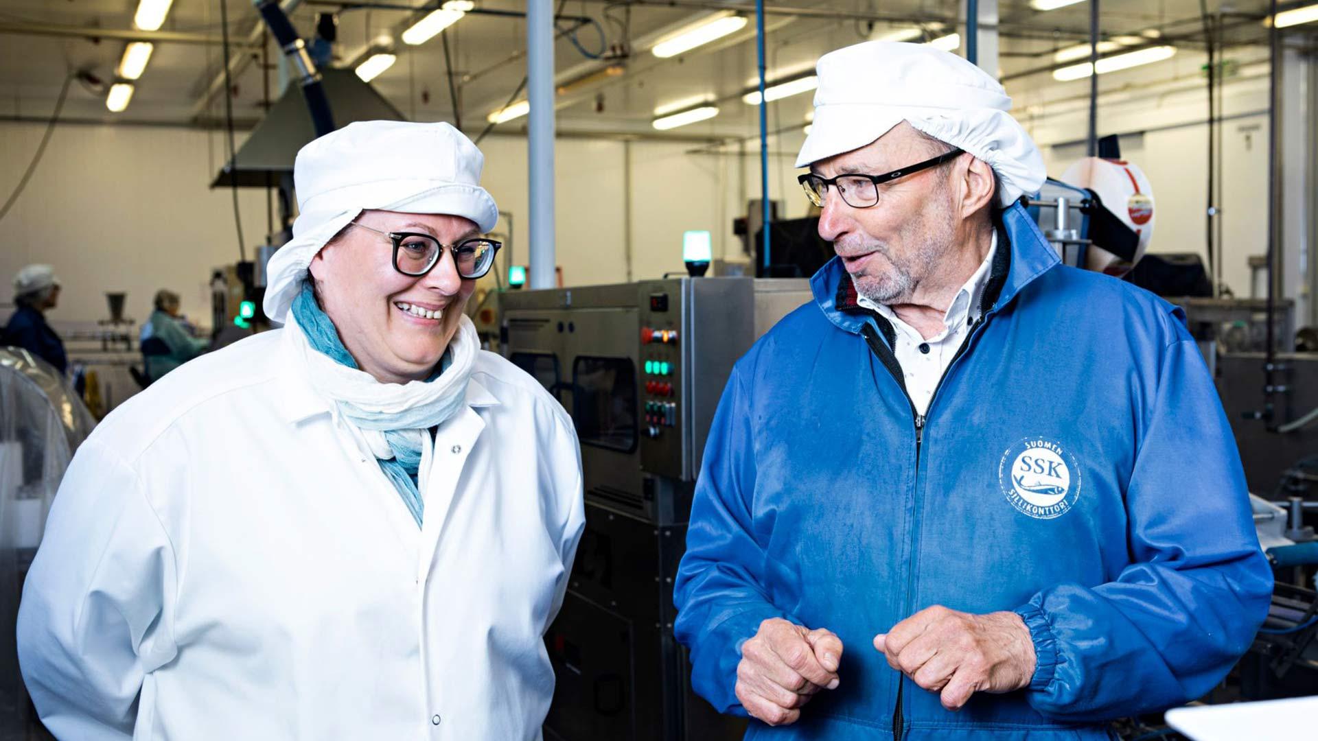 Tehtaanjohtaja Minna Rajala ja Sillikeisari Matti Ruuska ovat työskennelleet yhdessä vuodesta 1998.