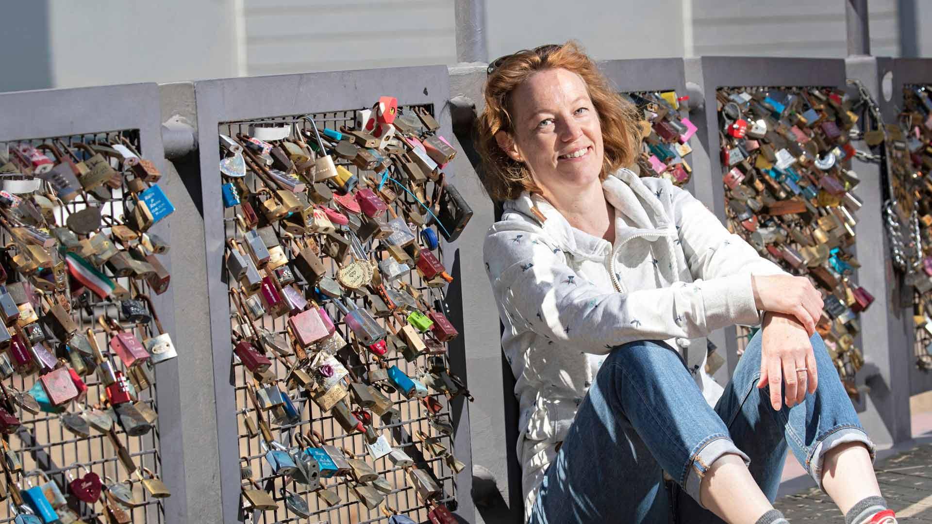 Paula Tiessalo teki kirjan moninaisista parisuhteista ja oli vaikuttunut, kuinka monella tavalla ihminen voi löytää onnen ja rauhan itselleen.