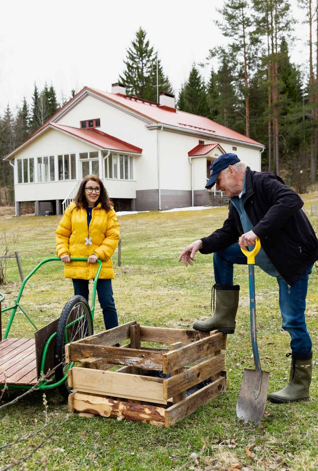 """Johanna Tuomi ja Jorma Hynninen ovat viettäneet koronakevättä kotona pääasiassa kahdestaan. """"Molempien konsertit ja kiertueet on peruttu tai siirretty."""""""