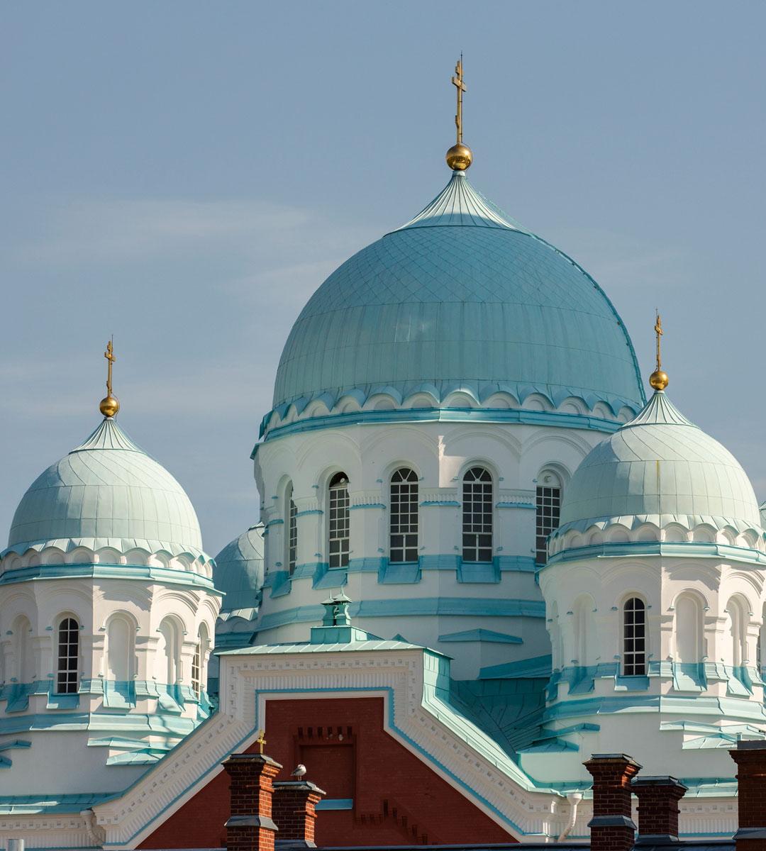 Karjalan ortodoksisista luostareista 1100-luvulta oleva Valamo on ensimmäinen. Juurevuus ja paikan pyhyys puhuttelevat yhä.