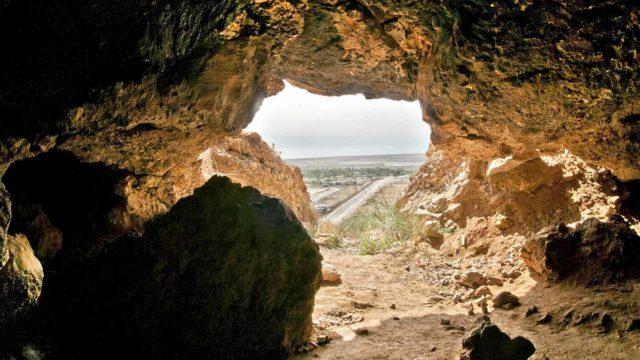Kuolleenmeren käärötkäsittävät noin 900 käsikirjoitusta.