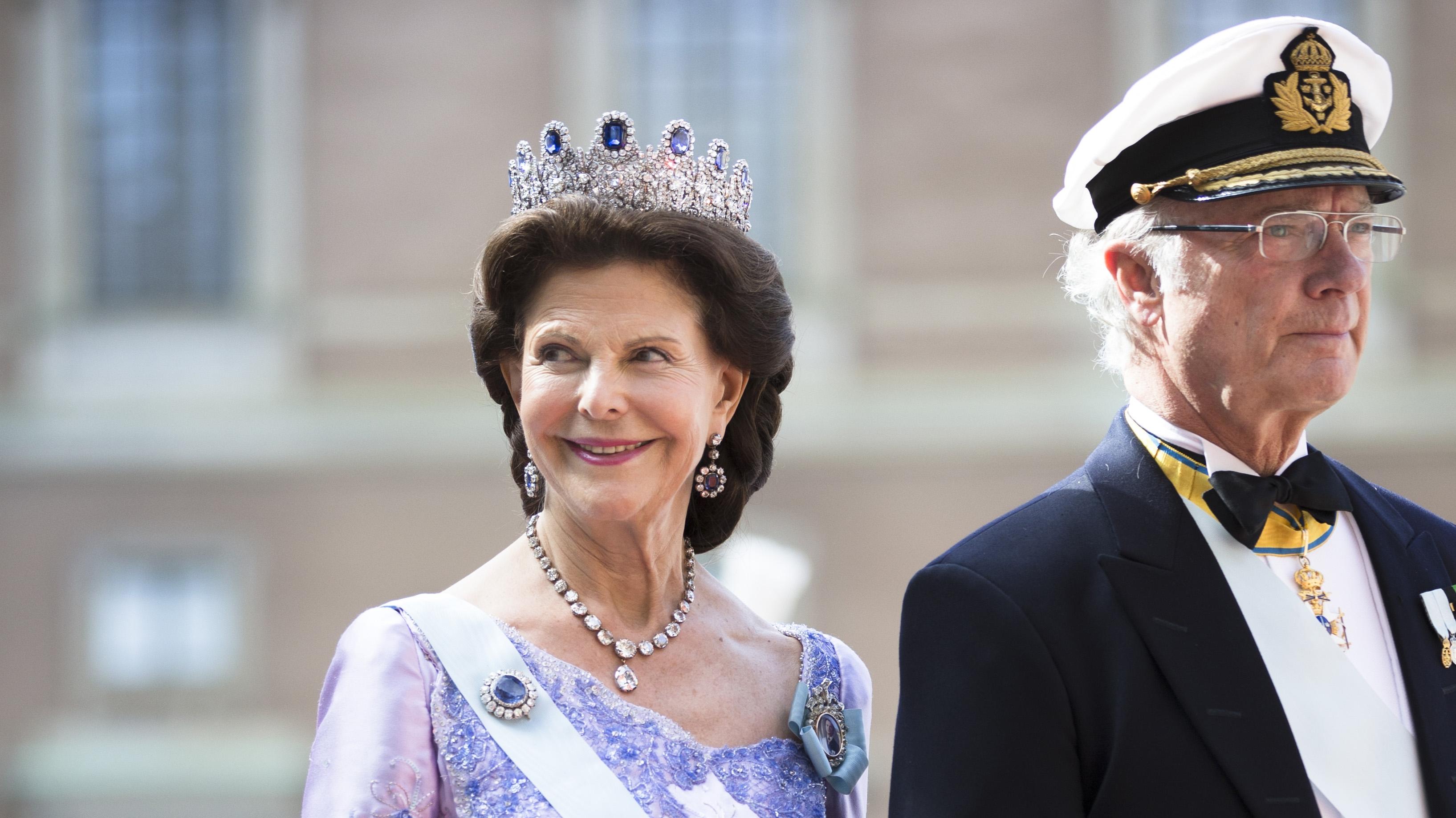 Ruotsin kuningas Kaarle Kustaa ja kuningatar Silvia prinssi Carl Philipin ja Sofia Hellqvistin häissä Tukholmassa, 13.6.2015.