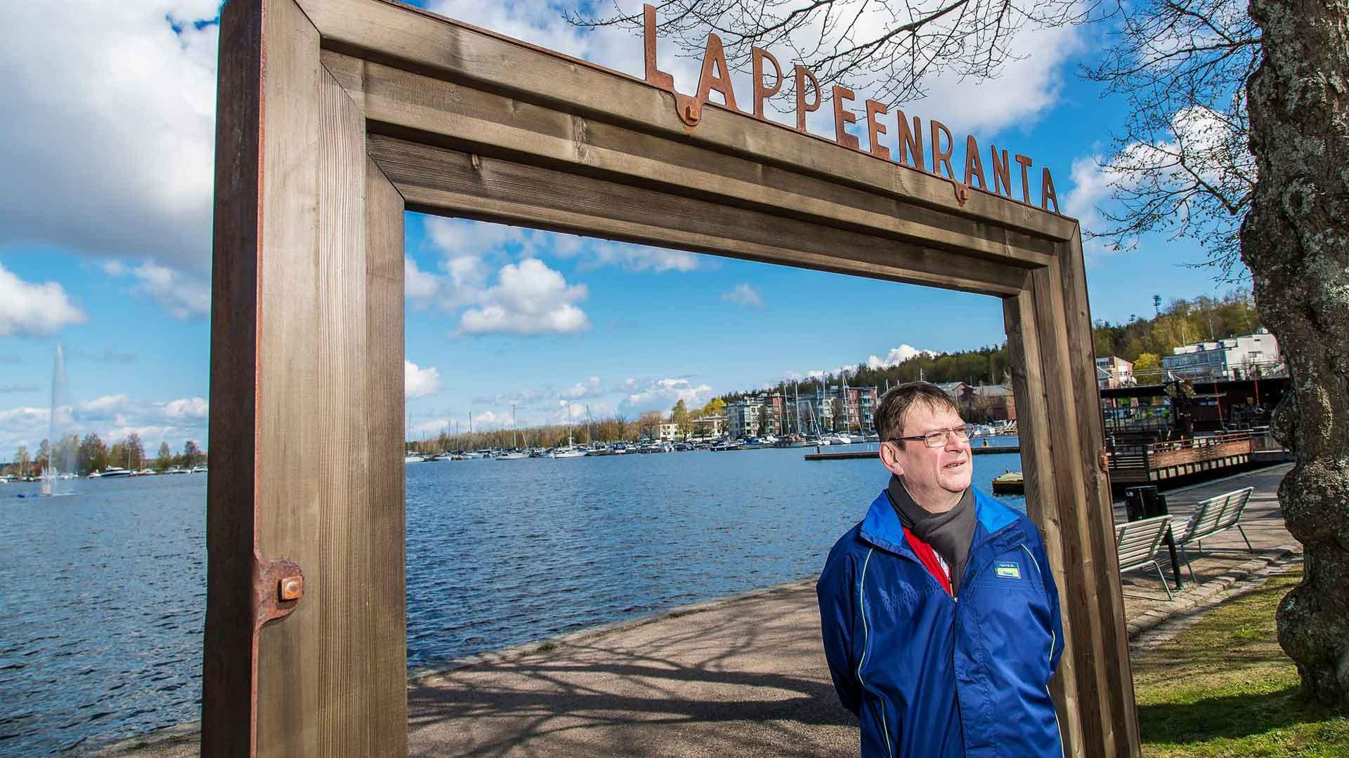 Tapio Särkkä muutti kaksikielisen perheensä kanssa kolme vuotta sitten Pietarista Lappeenrantaan, kun kaksostytöt aloittivat koulun. Satama on Lappeenrannassa Särkästä erityisen viehättävä paikka.