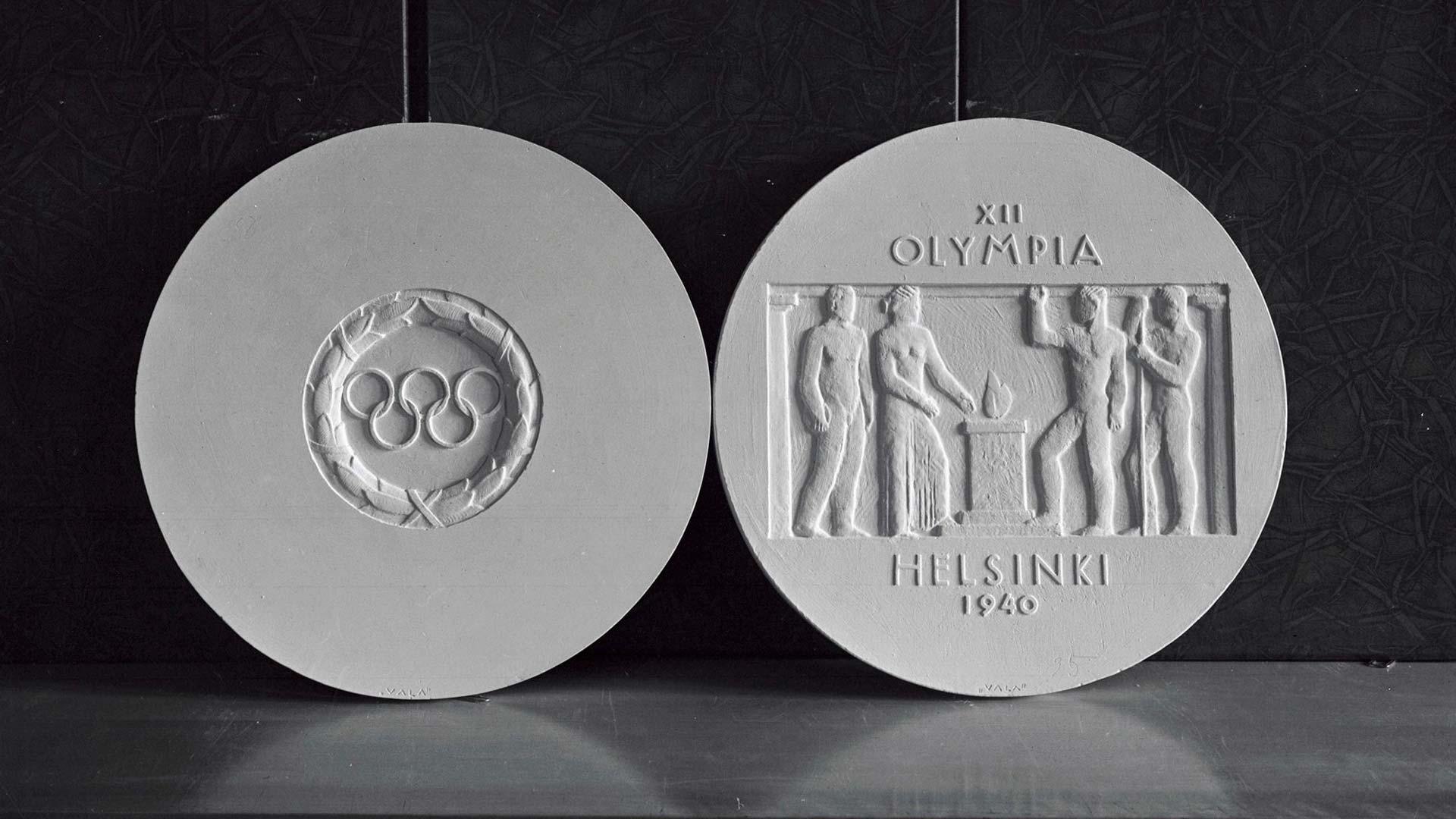 Nimimerkki Valan tekemä Helsingin vuoden 1940 olympialaisten mitaliehdotuksen kipsiluonnos arviolta lokakuussa 1940.