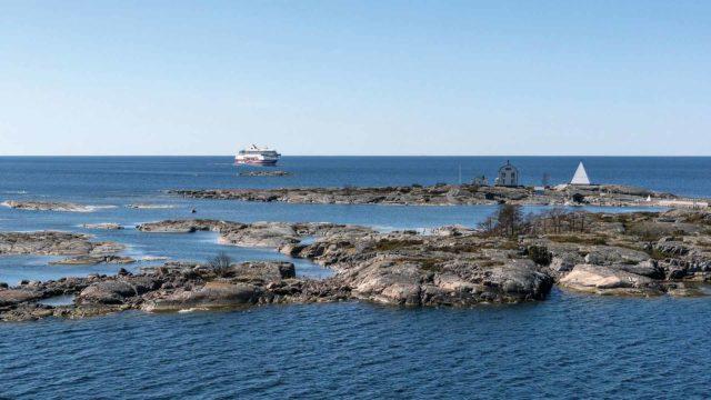 Viking Line niin kuin Tallink Siljakin joutuivat miettimään uusia risteilyvaihtoehtoja Ruotsin koronatilanteen takia.