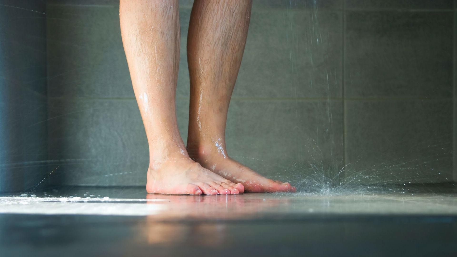 Aina oireita ei tunnista sieneksi, vaan ihminen saattaa luulla, että kyse on vain jalkojen ihon kuivuudesta.