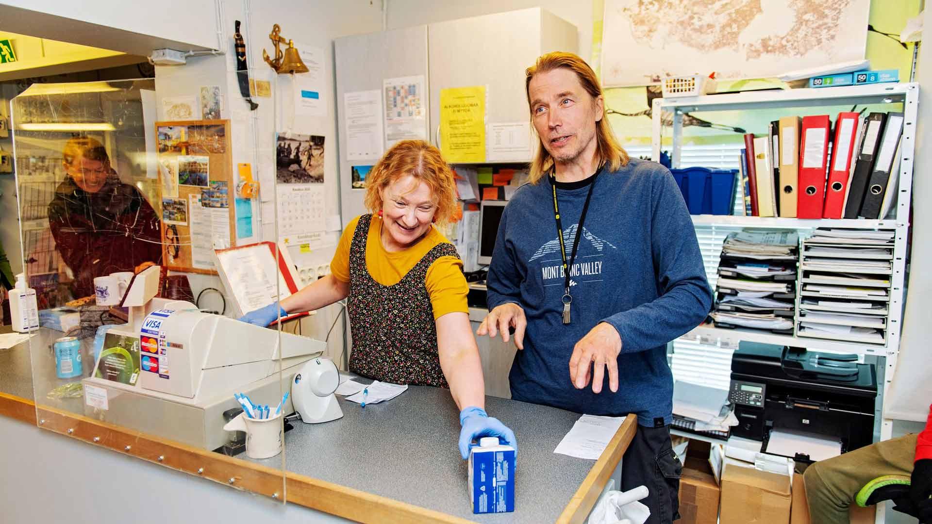 Tuuli-Anne ja Kristofer Klaavu ovat viihtyneet saaren kauppiaina, koska asiakkaat ovat niin mukavia. Heille on myös tärkeää saada tehdä työtä yhdessä.
