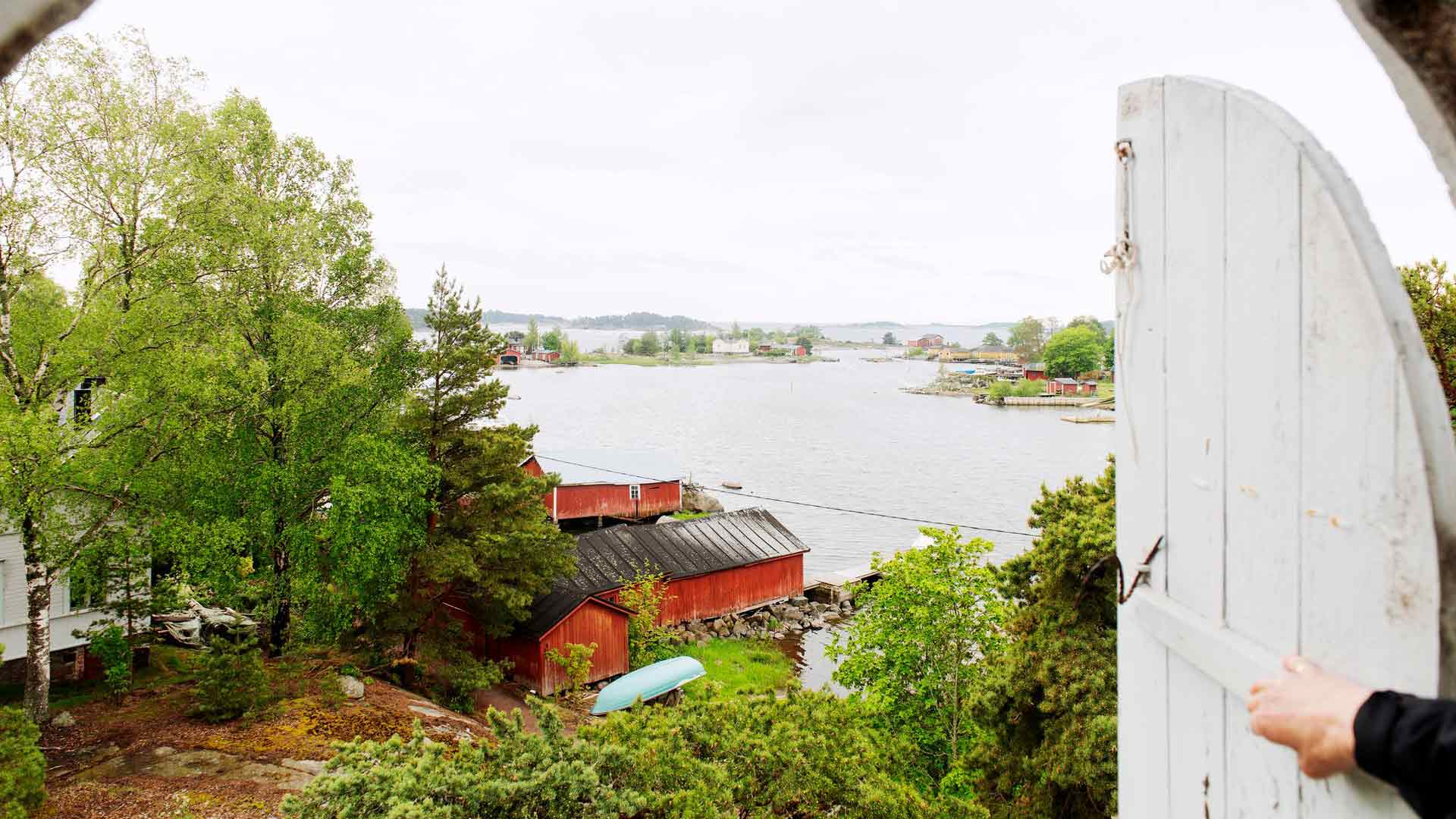 Kirkon tornista näkyy upea maisema Haapasaareen ja avomerelle.
