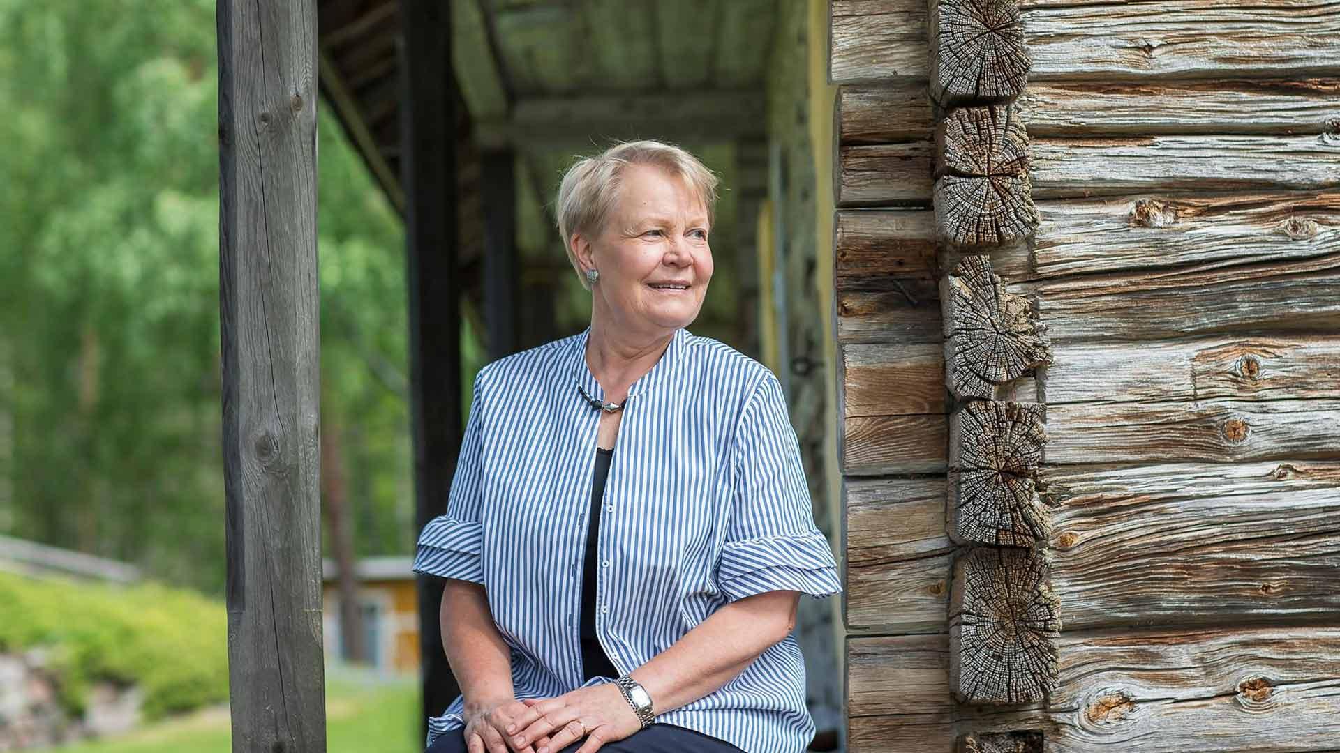 Maaseudulta kotoisin oleva Ritva Reinikka ei päätynyt maailmalle diplomaatiksi, vaan hyväntekeväisyysjärjestö Unicefiin ja lopulta Maailmanpankkiin, jossa hän sai osallistua muun muassa Ugandan jälleenrakentamiseen.