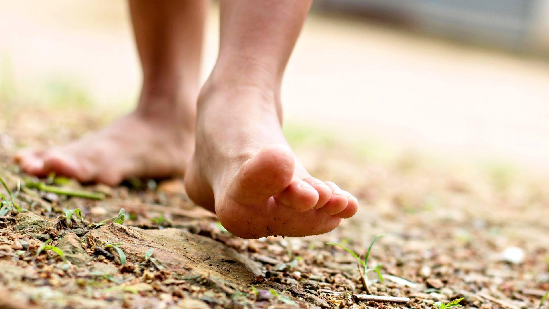 Hyväkuntoiset jalkaterän lihakset ja hyvät jalkineet tukevat jalkaa.