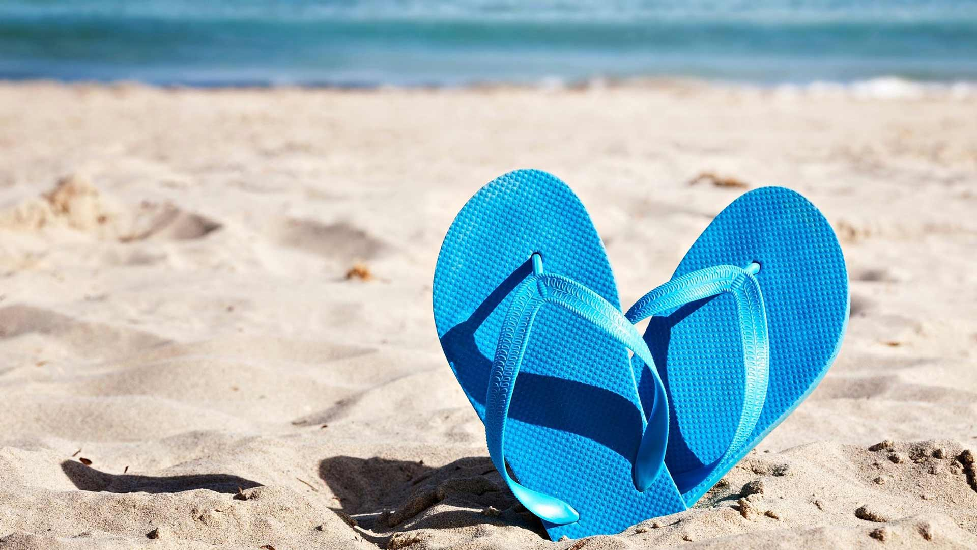 Varvassandaleissa varpaat joutuvat kannattelemaan kenkää, mikä altistaa vasaravarpaille.