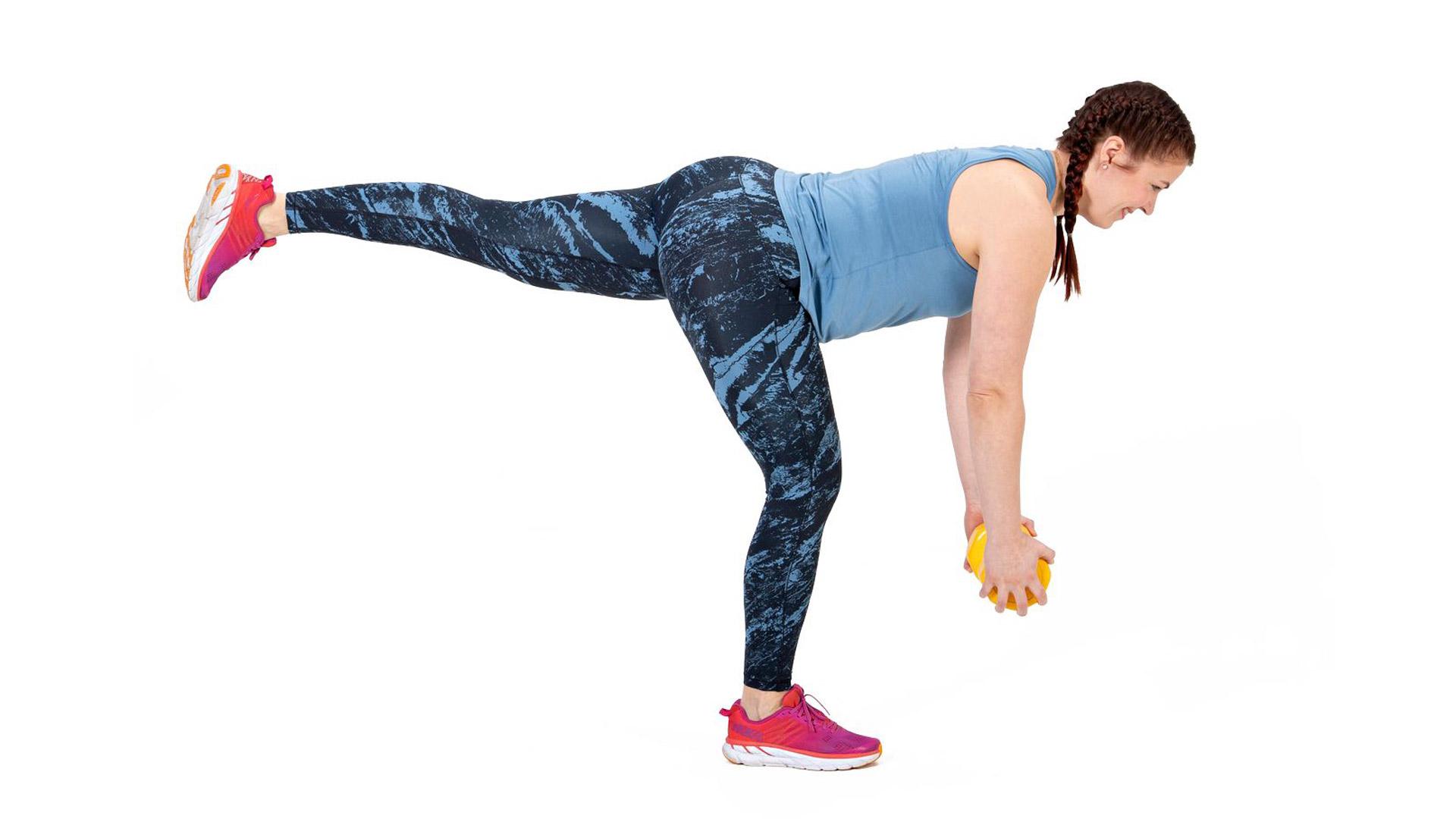 Kallista ylävartaloa alas, vie paino kohti lattiaa ja samaan aikaan ojenna vapaa jalka takaviistoon.