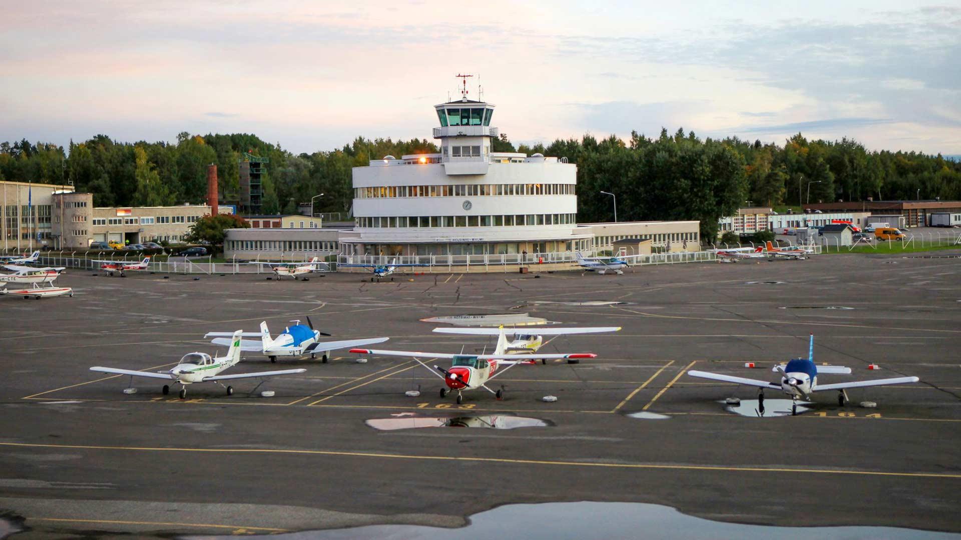 Helsinki haluaa rakennuttaa Malmin kentälle asuntoja. Vain suojeltu kenttäterminaali ja lentokonehalli jäisivät muistoksi.