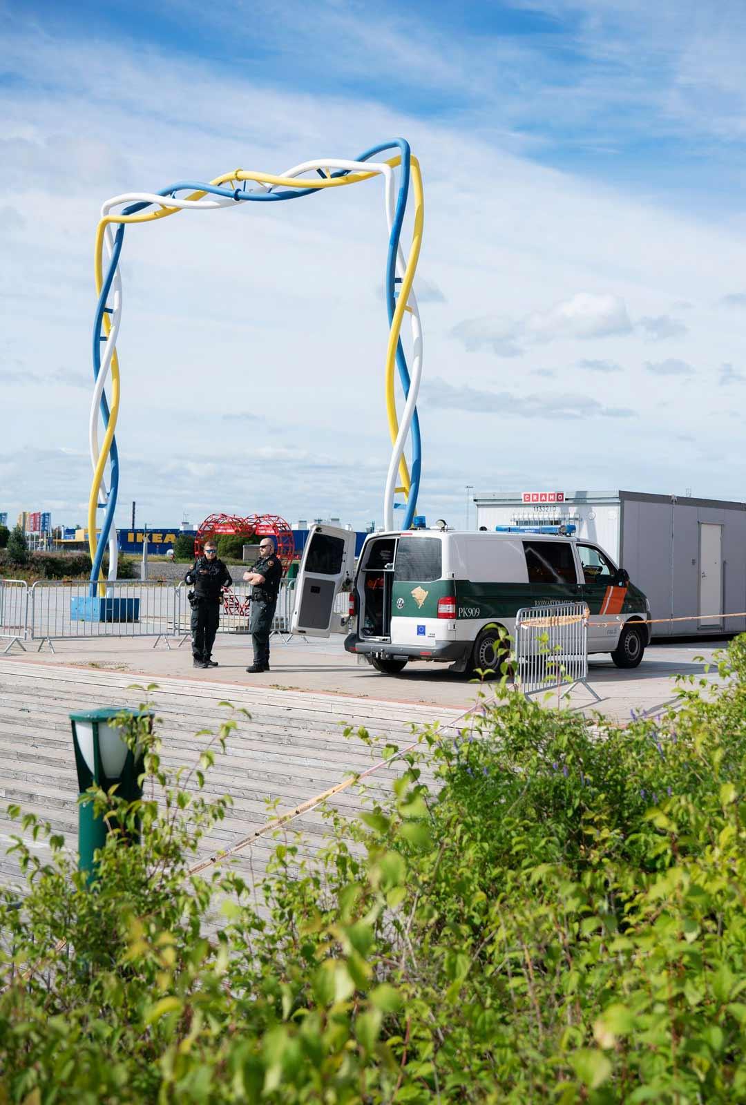 Rajavartijat ovat valvoneet liikennettä Viktoriantoria halkovalla rajalla koko kevään ja kesän ajan, eikä työ ole loppumassa kovin heti.