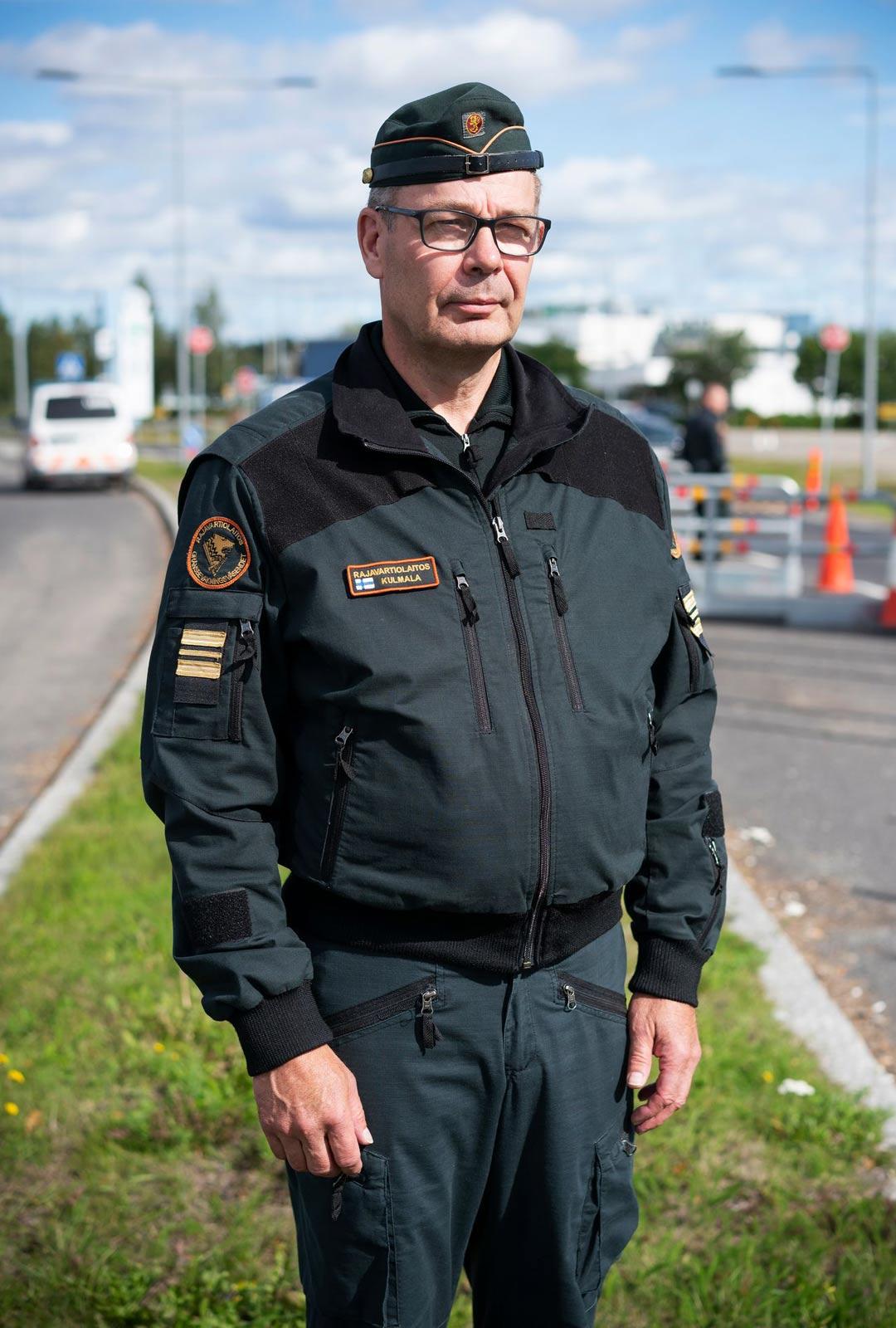 Meriupseeri Tapio Kulmala pyydettiin eläkkeeltä töihin Tornioon rajavartijoiden kenttäesimieheksi. Keikkapestin pituutta ei hänkään tiedä.