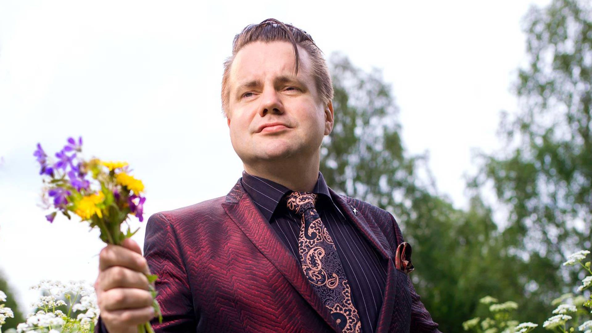 Laulaja Jaakko Laitinen on maustanut vanhoja suomalaisia tangoja ja iskelmiä tavalla, joka vei ne uuden sukupolven Spotify-listoille.