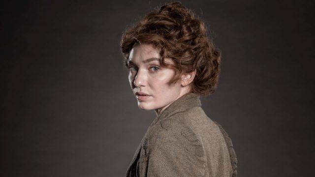 Eleanor Tomlinson sarjassaMaailmojen sota.