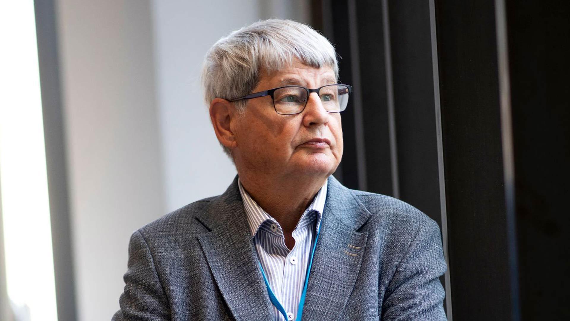 Ilmaston lämpeneminen johtuu pilvipeitteen muutoksista, väittää Turun yliopiston fysiikan emeritusprofessori Jyrki Kauppinen.