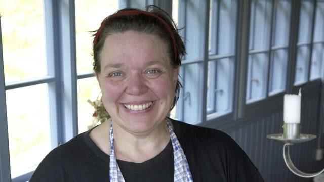 Kirjailija Kirsti Manninen muutti lapsena paljon.