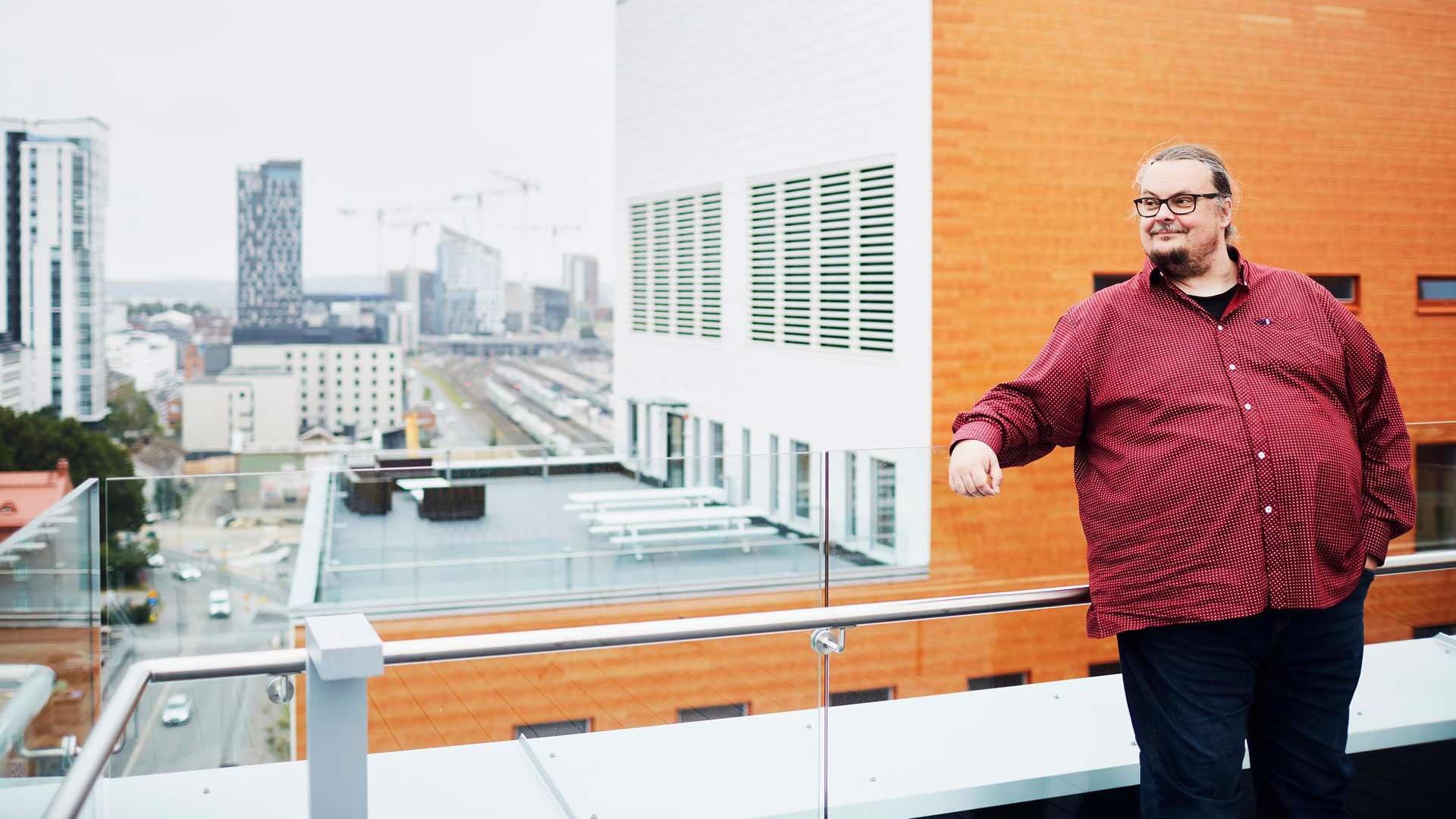Solitan toimitilat sijaitsevat Tampereen tuliterässä Technopoliksessa. Sami Köykkä kertoo, että Solitassakin tehdään nyt koronan takia pääosin etätöitä. Tammikuussa valmistuneet toimitilat ovat lähes tyhjillään.