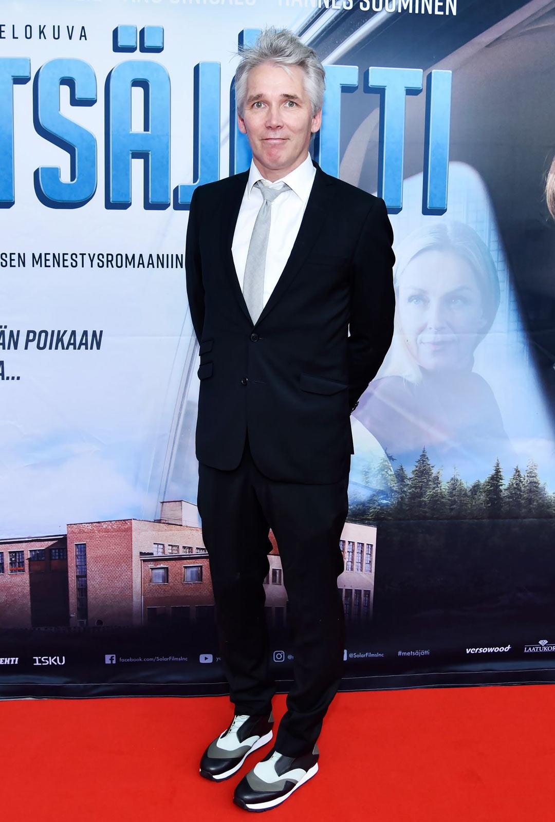 Metsäjätti perustuu kirjailija Miika Nousiaisen romaaniin.