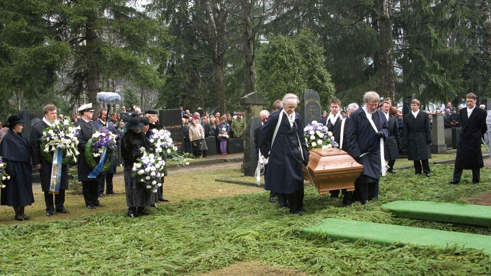 Väinö Linna haudattiin Kalevankankaan hautausmaalle