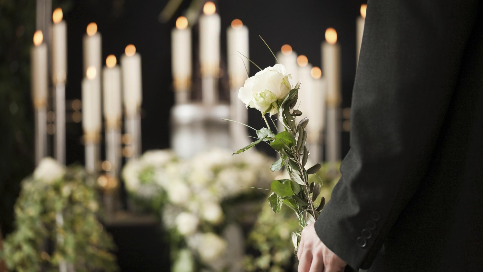 Hyvä saattohoito auttaa myös läheisiä valmistautumaan kuoleman jälkeiseen luopumiseen ja suruun.