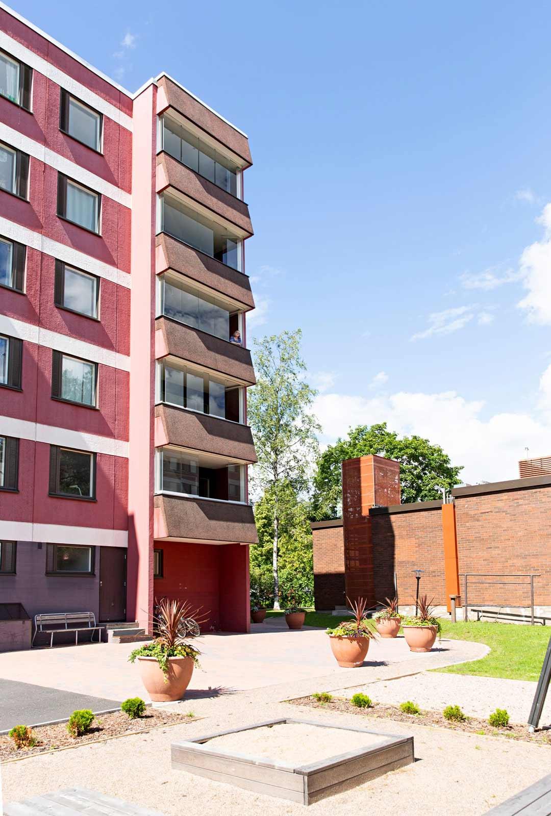 Tuula halusi kodin 60–70-luvun kerrostalosta mahdollisimman ylhäältä.