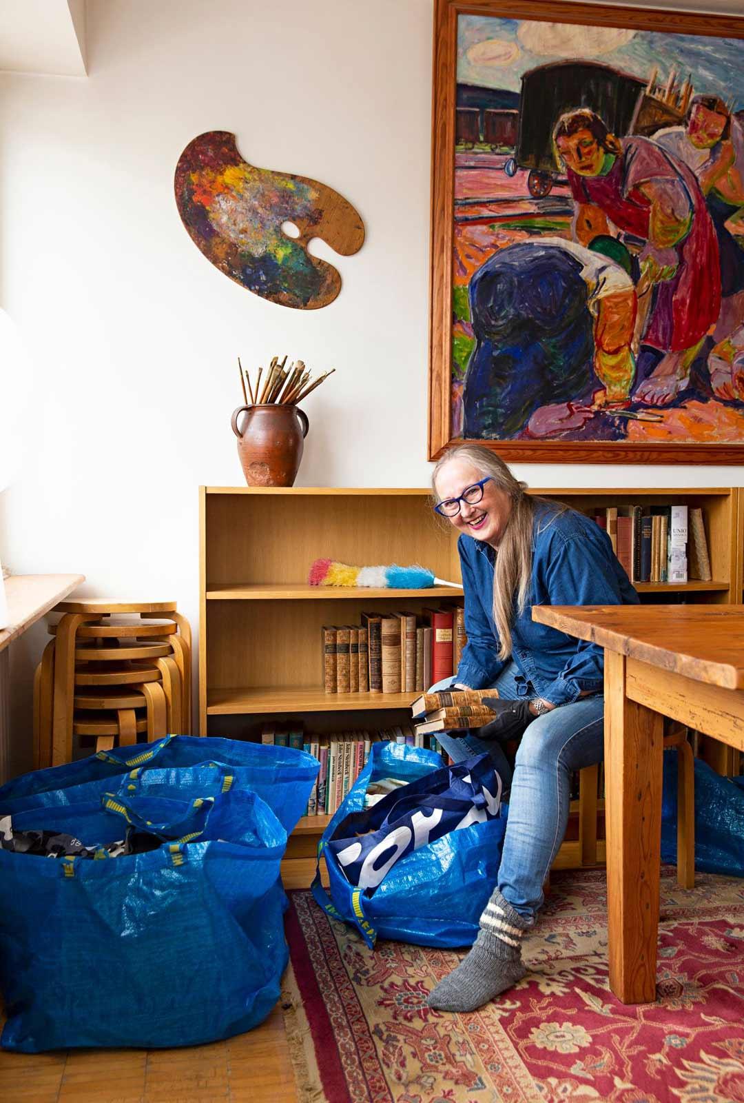 Ikea-kasseissa Tuula kuljetti paljon tavaraa vanhasta kodista uuteen.