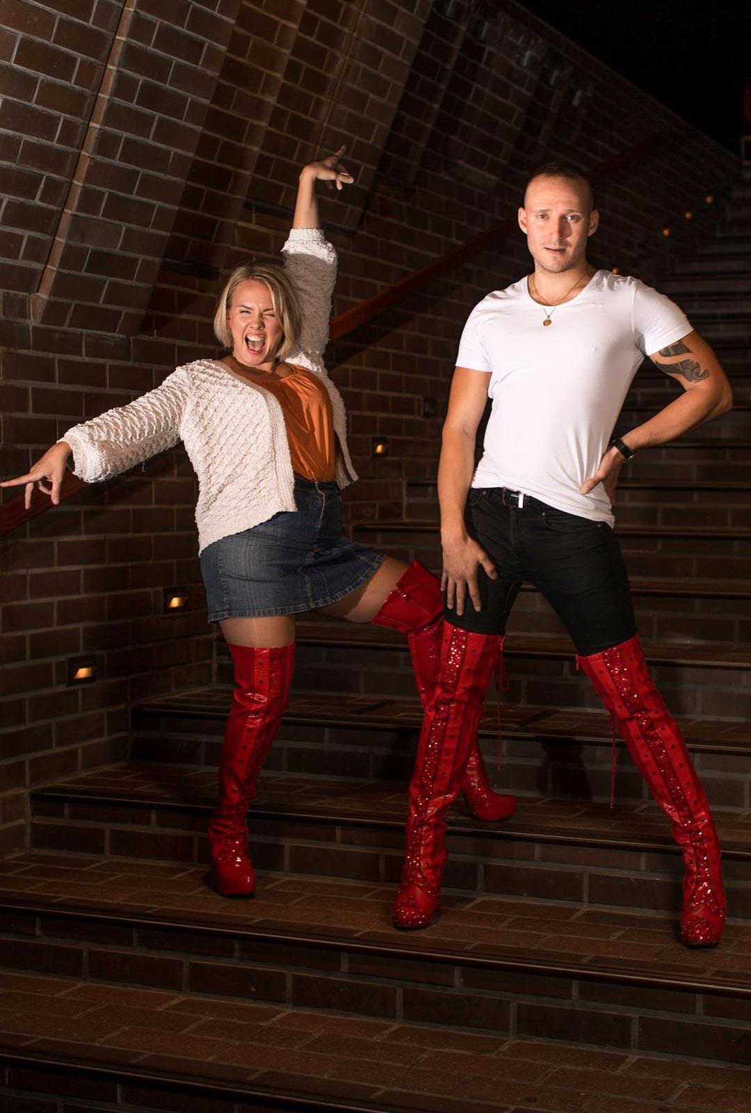 Valmiina Kinky Bootsiin! Emmi Kaislakari ja Lauri Mikkola odottavat jo, että pääsevät näyttelemään puolen vuoden tauon jälkeen yleisölle.