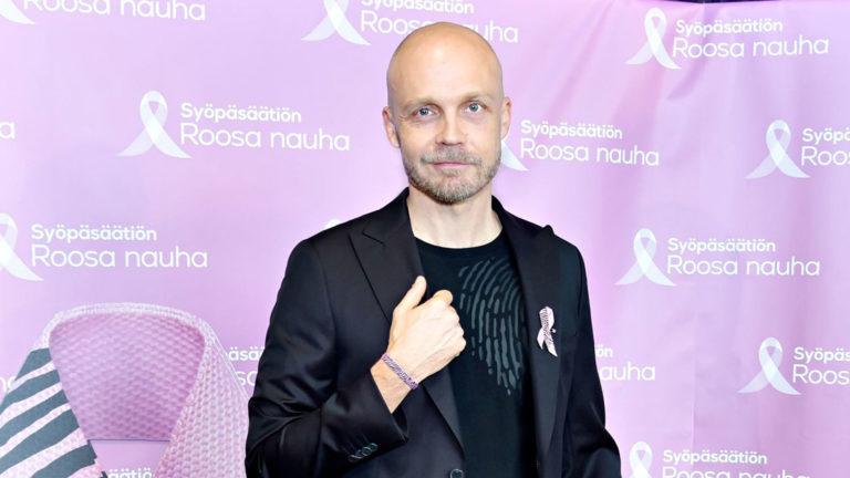 Juha Tapio Roosa nauha