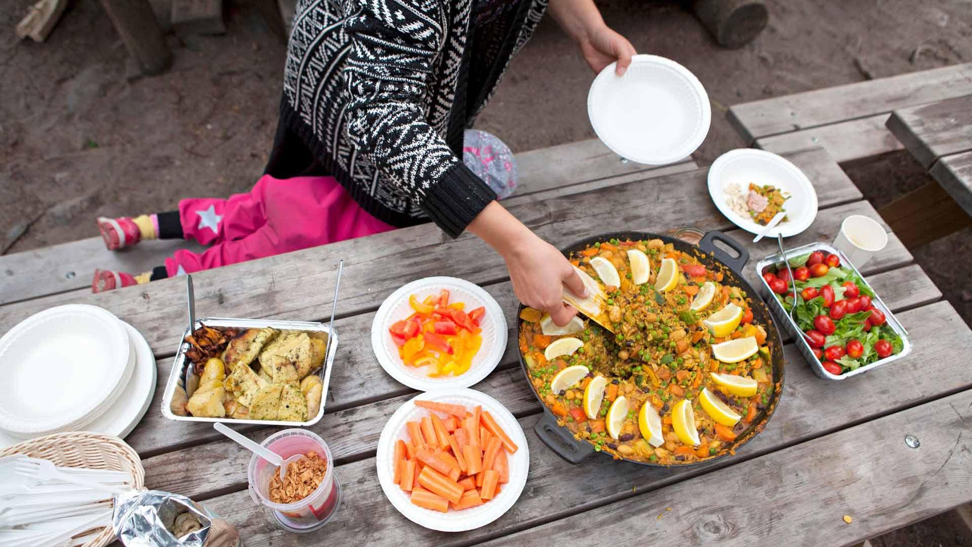 Yhteisöllisyys on tärkeää. Saaren eteläinen keittokatos on perinteinen kokoontumis- ja ruoanlaittopaikka.