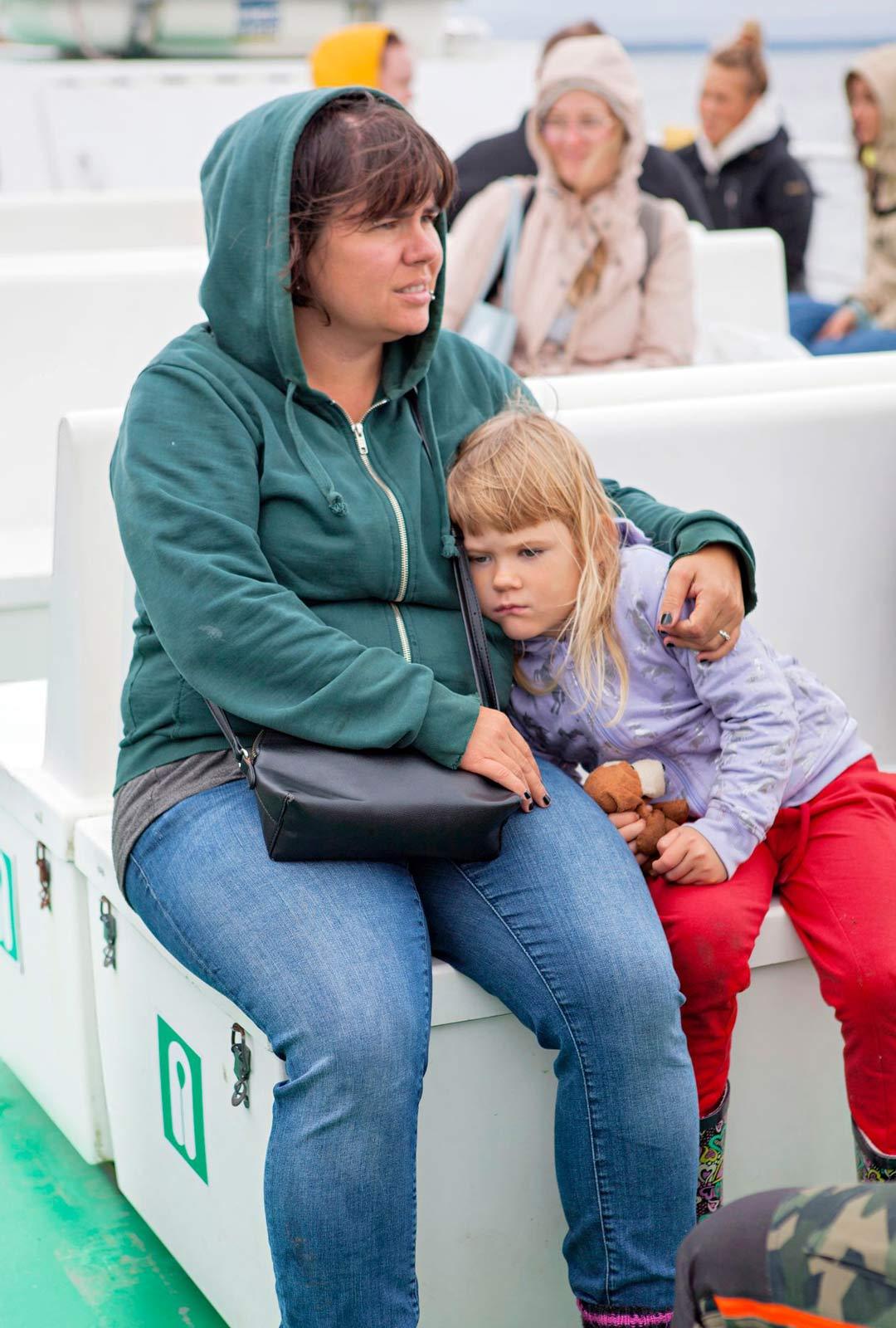 Saana Salminen on telttaillut Kaunissaaressa koko ikänsä. Reetta-tytär on saarelainen neljännessä polvessa.