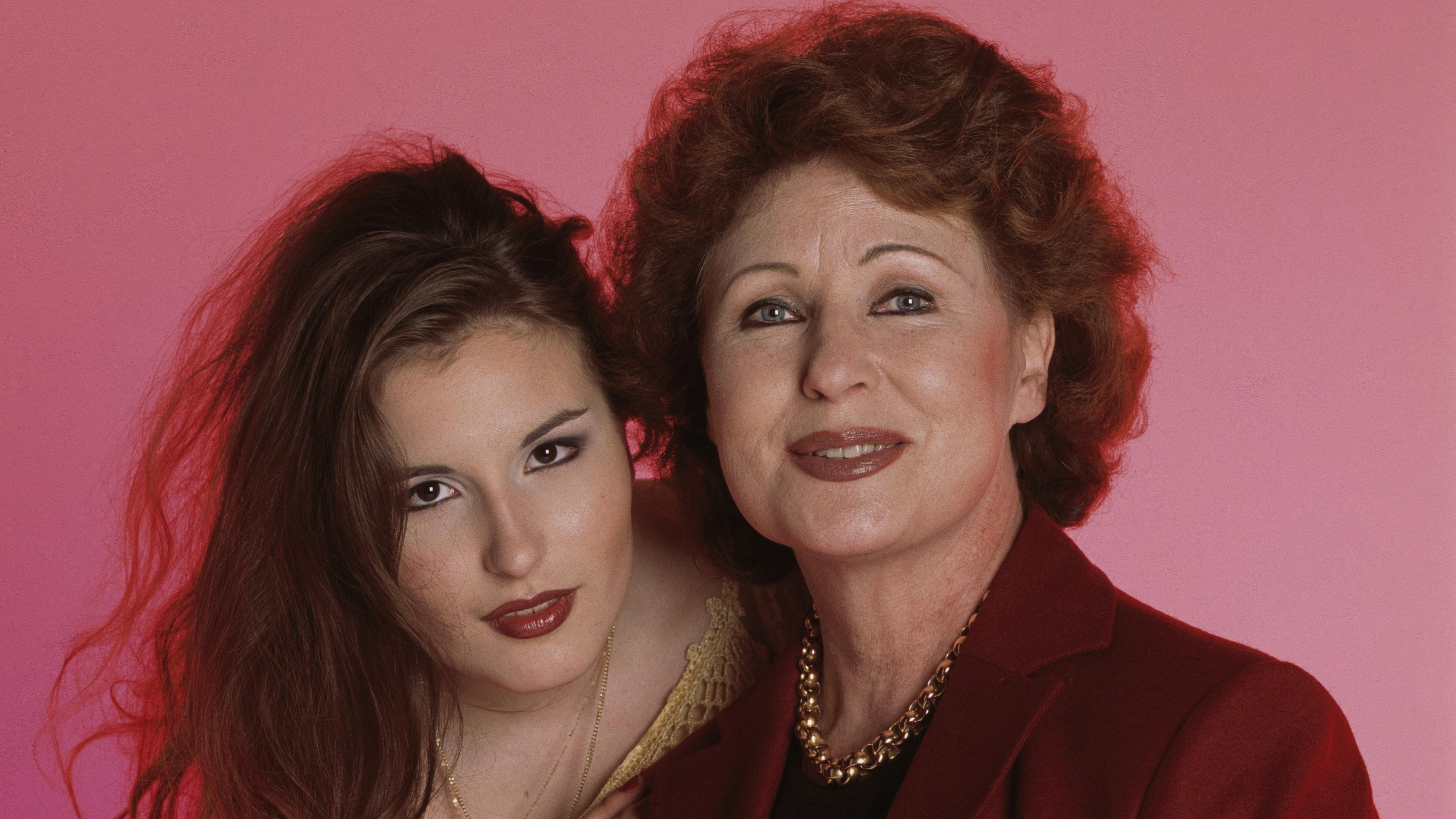 Maria Lund äitinsä Tamaran kanssa vuonna 2002. Maria kertoo Annassa, että välillä hän kokee, ettei voi koskaan olla taiteilijana yhtä hyvä kuin äitinsä.