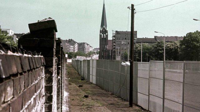 Historia: Bernauer Strasse – jaettu katu.