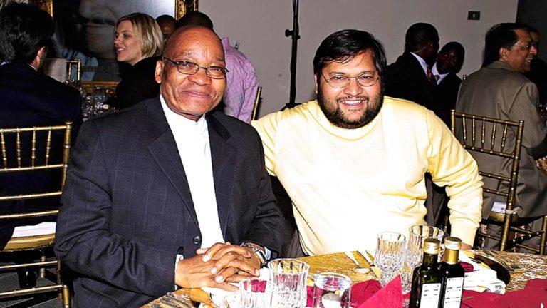 Varastettu Etelä-Afrikka.Kuvassa Ajay Gupta ja Jacob Zuma.