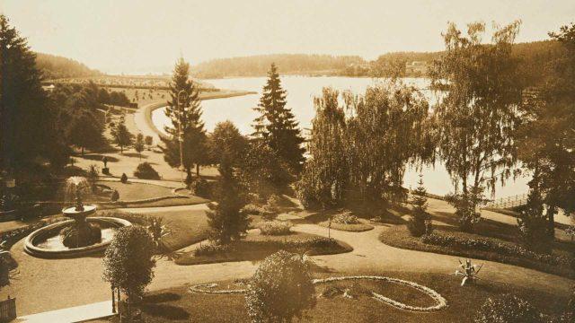 Yli sadassa vuodessa ovat Aulanko-Karlbergin maisema ja puutarhan aktiviteetit muuttuneet.