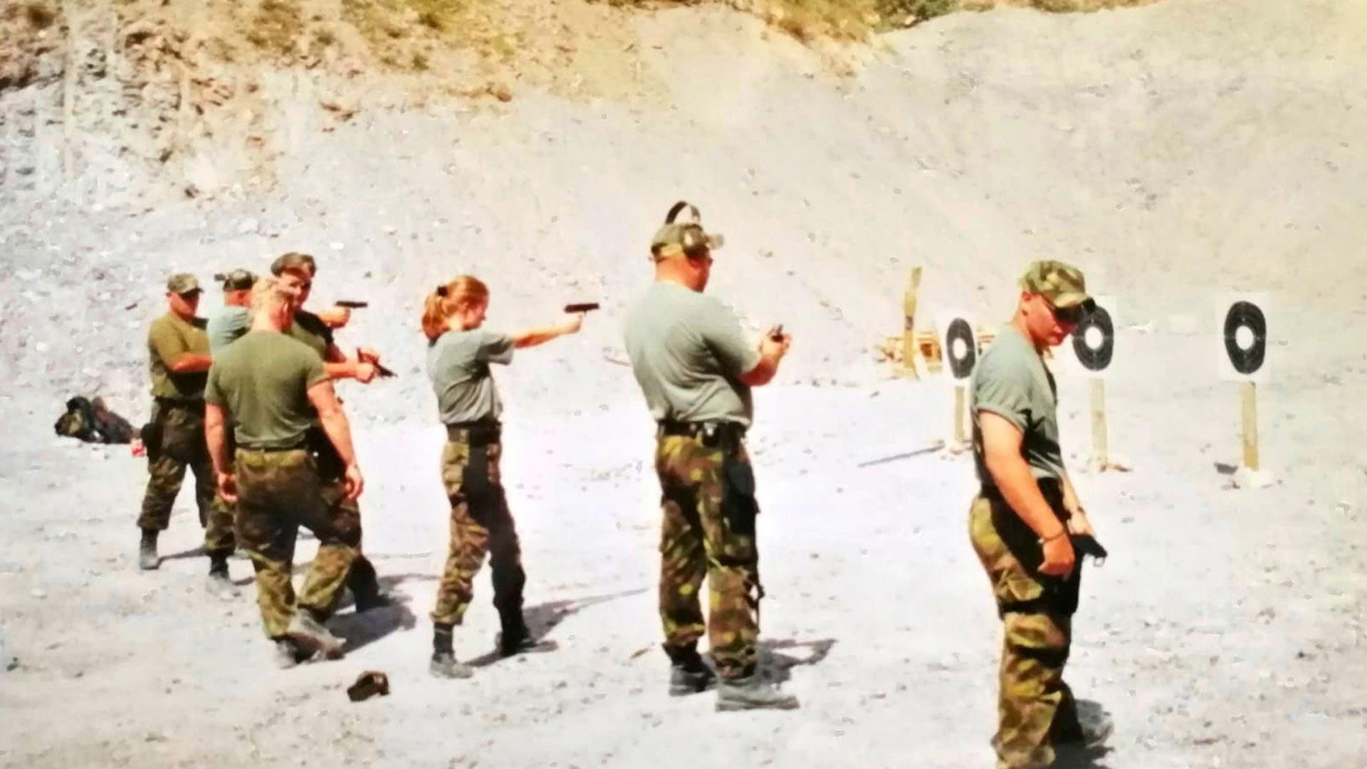 Aseiden hallinta kuuluu rauhanturvaajan perustaitoihin. Sitä harjoiteltiin Mitikan yksikössä paljon.