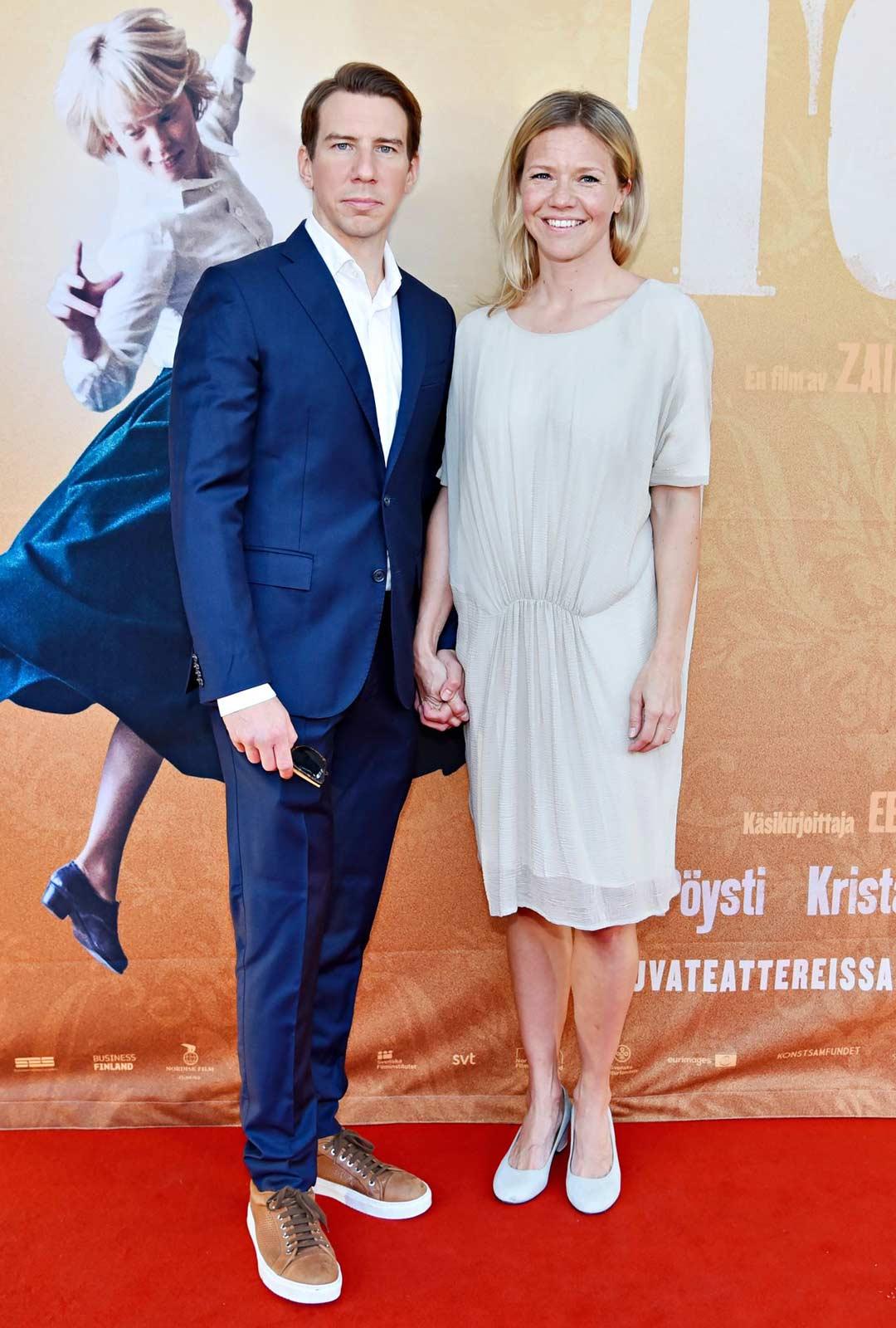 Aku Hirviniemi ja juontaja Sonja Kailassaari.