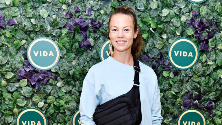 Joogaopettajanakin toimiva näyttelijä Saija Lentonen kävi kesällä kuvaamassa Axel Thesleffin musiikkivideota Lapissa. Hänet nähdään myös