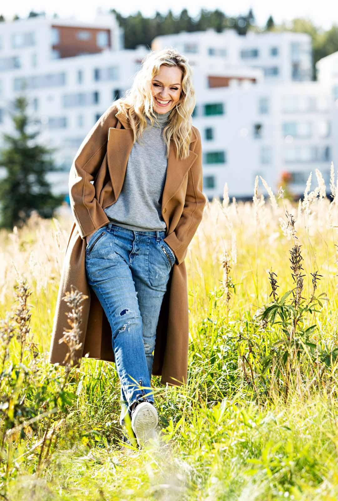 Kesällä Anu kuvasi Pertsa ja Kilu -elokuvaa ja seuraavaksi alkaa Sorjonen-elokuvan kuvaukset. Sorjosen ansiosta hänelle tulee lähes päivittäin yhteydenottoja faneilta ympäri maailmaa.