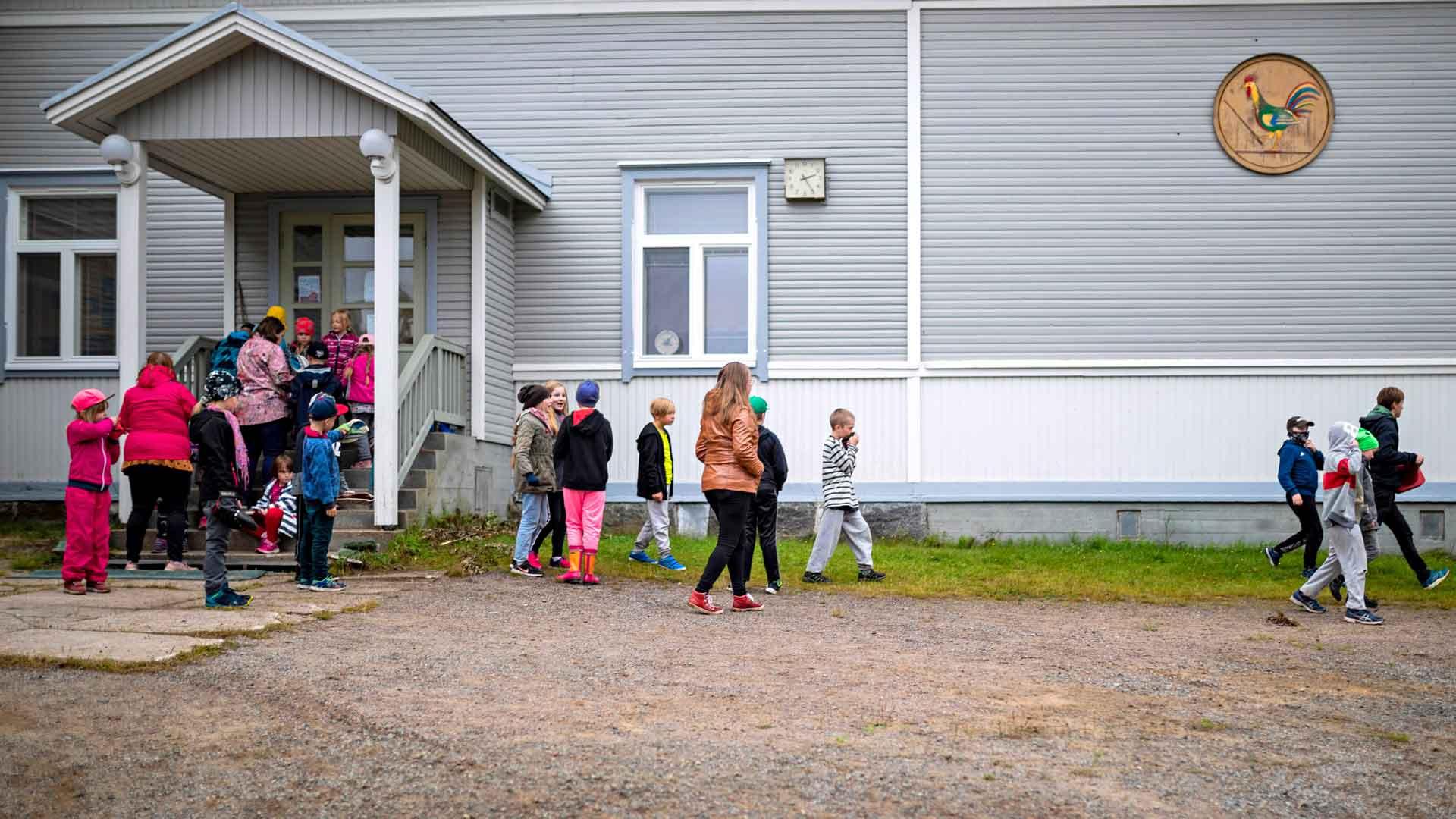 117-vuotiasta Koittilan kyläkoulua käy yli 30 oppilasta. Sen yhteydessä toimii ryhmäperhepäivähoito ja iltaisin koululla järjestetään harrastustoimintaa.